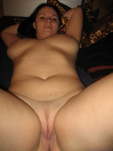 Amateur porn - plump wife showing her shaved tight pussy
