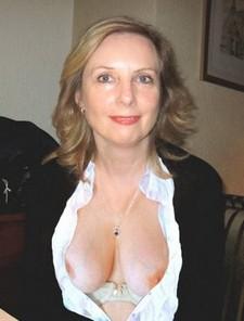 A public titflash.