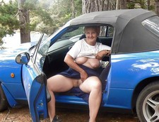 Naked old graany in the car, big pussy