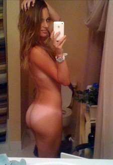 Brunette amateur nude selfie with nice ass