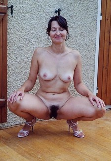 Gorgeous mature in a amazing beginners picture.
