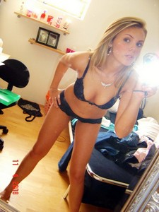 Hot blonde showing her sexy selfshot of big natural boobs and great legs