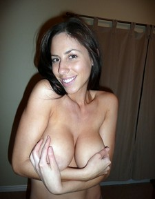 She's arguably on of the hottest amateur MILFs ever & based on some of the pics in the..