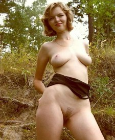 Cute blonde shows off outdoors - amateur porn