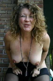 Granny fanny with pierced nipps!!.