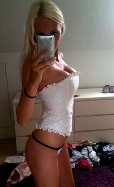 Gorgeous blonde selfshot her perfect sexy body