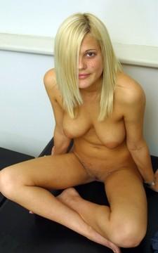 Beauty girlfriend Caitlin nude homemade pics