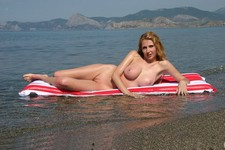 Homemade porn photos - beauty posing nude on the beach