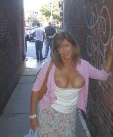 MILF flashes rack in public alleyway.