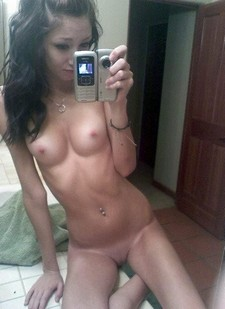Skinny hottie nude self shot.
